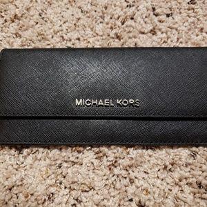 Michael kors flat black wallet